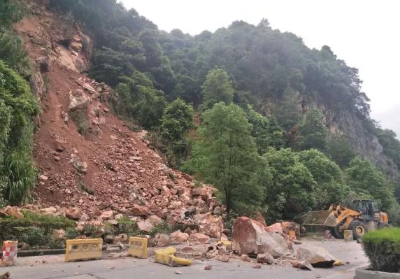 省道217线大田铭溪水尾路段再次发生山体滑坡