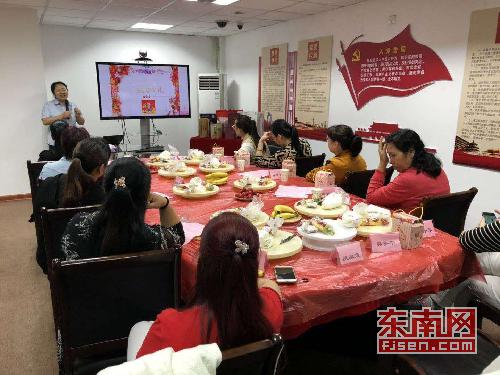 """邮储银行三明市列东街支行开展""""感恩母亲节""""主题DIY蛋糕活动"""